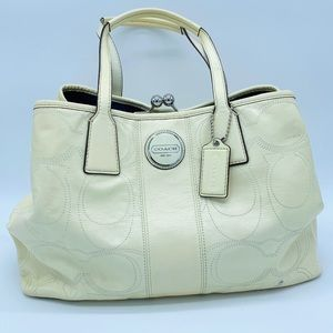 - COACH Carry All Signature Stitch Frame Tot…